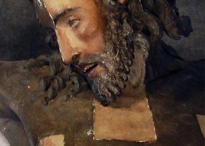 Particolare del Crocifisso durante le fasi del restauro